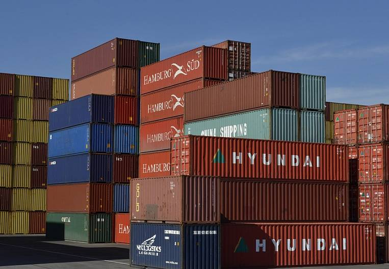 Border crossing replenished with containers