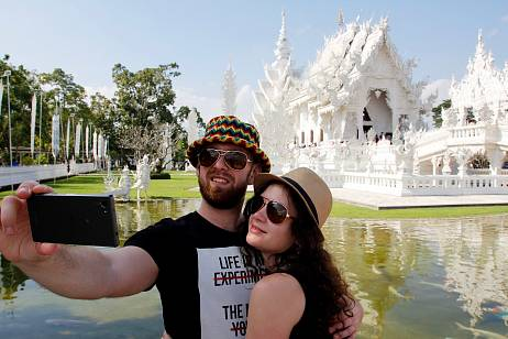 Thailand slashes quarantine for foreign tourists