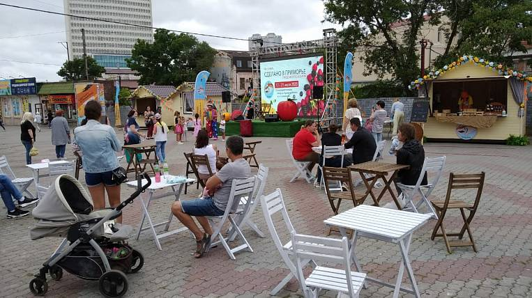 Festival of berries and cheeses takes place in Vladivostok