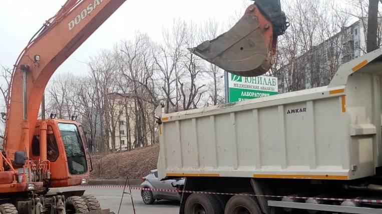 Improvement of the territory started by contractors of DRSK in Vladivostok