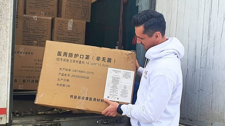 A large batch of respirators was handed over to doctors in the Far East