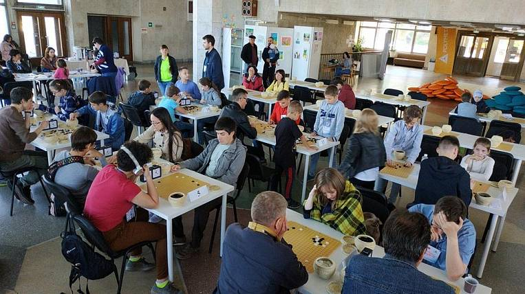 New Year's blitz-lesson on the game of Go held for the orphanage in Primorye