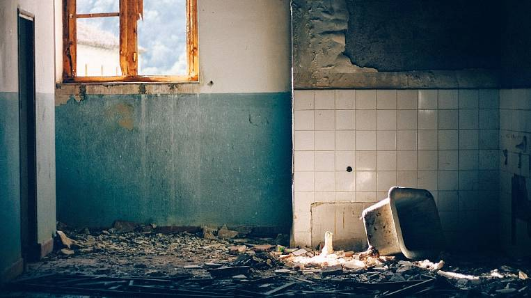 Residents of an emergency house in Khabarovsk refuse to move