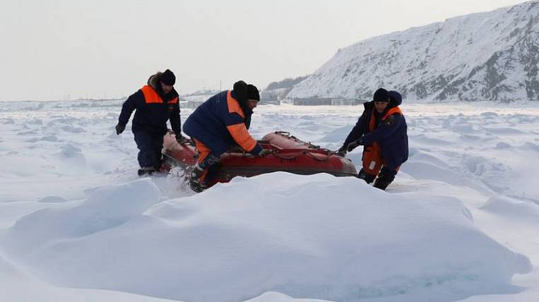 Cut off from the shore 600 fishermen rescued on Sakhalin