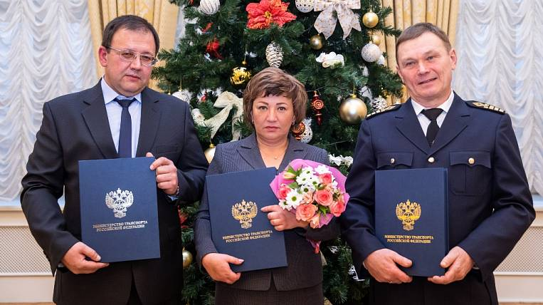 East Port employees received thanks from the head of the Ministry of Transport