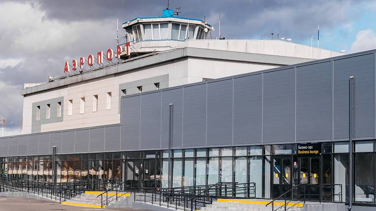 The plane in Kamchatka returned to the airport due to a crack in the glass
