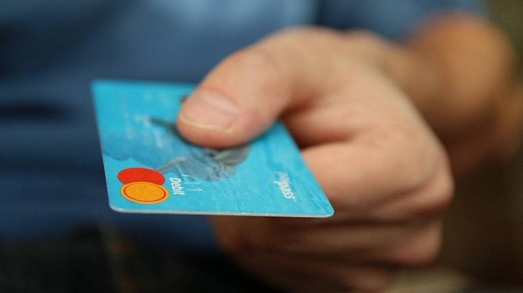 Credit cards began to be issued three times less because of quarantine