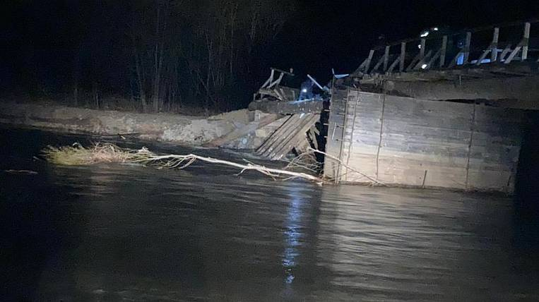 Three people disappeared after the collapse of the bridge in Primorye