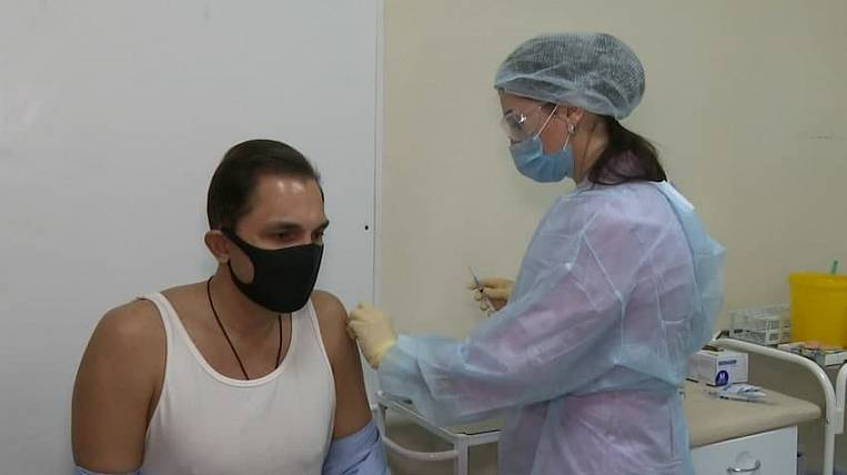 Foreigners in Sakhalin can be vaccinated against COVID-19 for a fee