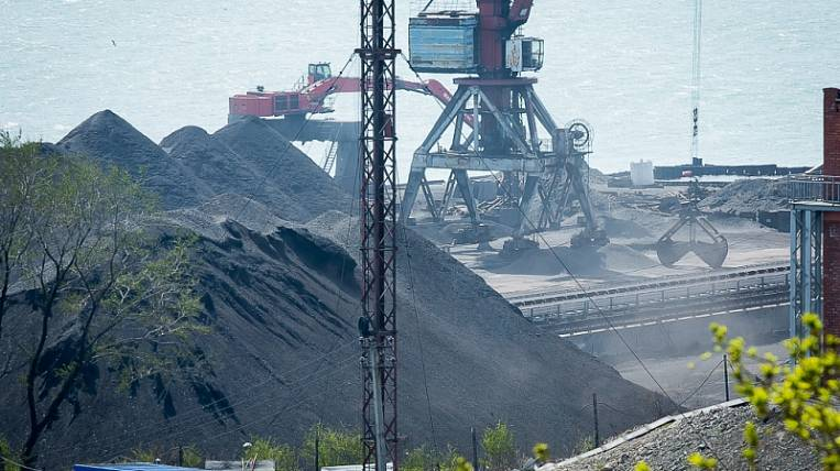 Vaninsky transport prosecutor's office has started checking in the port of Vanino in Khabarovsk because of complaints of local residents on coal dust