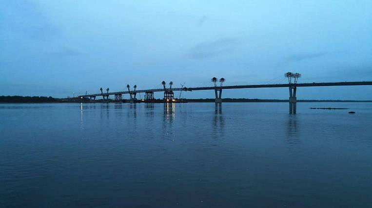 Parts of the Blagoveshchensk - Heihe bridge dock 31 May