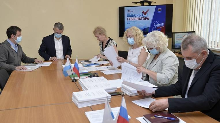 Acting Governor of Kamchatka handed in signatures to participate in elections